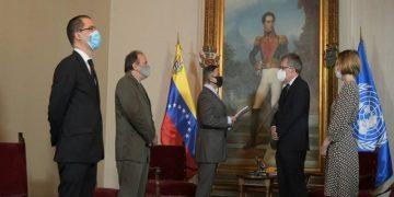 """Entregan informe """"La verdad de Venezuela contra la infamia"""" al equipo de la ONU en el país"""