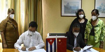 China y Cuba firman acuerdo para la enseñanza del idioma chino en la isla