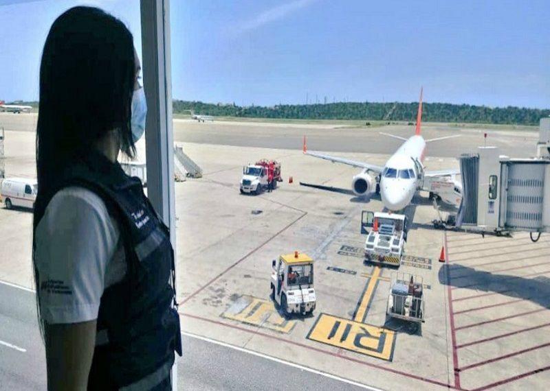 Extienden por 30 días restricción de las operaciones aéreas en el país