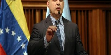 MP investiga a Roland Carreño por tenencia de armas de guerra para promover violencia
