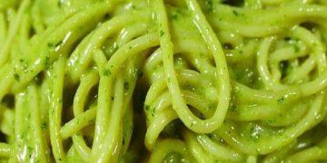 Elabora esta receta casera y disfruta unos deliciosos espaguetis en salsa pesto