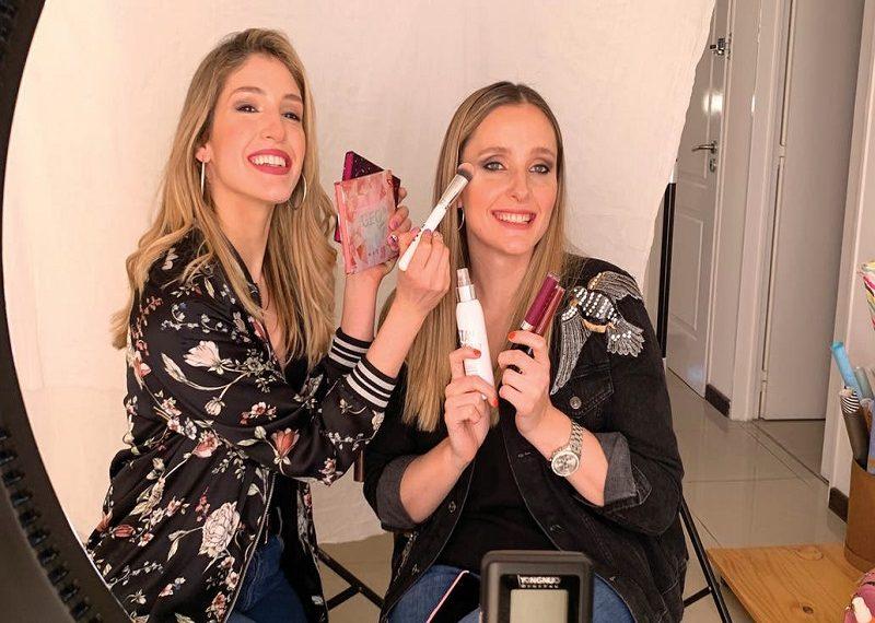 Historias de emprendimiento: Hermanas crean marca de maquillaje online que factura millones