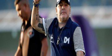 Maradona evoluciona satisfactoriamente tras su operación por hematoma en la cabeza