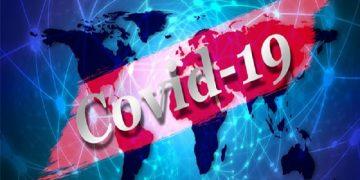 El total de decesos se contabiliza en 1.395.595, mientras que 40.883.295 se han recuperado. De los casos positivos totales, 16.818.732 se mantienen activos. De ellos, 16.715.655 se encuentran en situación leve o moderada, mientras que 103.077 pacientes están en estado grave. La lista de casos positivos por coronavirus la encabeza Estados Unidos (EEUU), con 12.590.220 contagios; seguido de India, con 9.140.312 personas contagiadas por el brote, y Brasil, con 6.071.401 casos positivos. La lista de fallecidos la encabeza también EEUU con 262.711; seguido de Brasil, con 169.141, e India, con 133.773 fallecidos por Covid-19. En América del Sur, luego de Brasil se ubica Argentina, con 1.370.366 casos positivos, 37.002 decesos y 1.195.492 personas recuperadas y Colombia, con 1.248.417 contagiados por el brote, 35.287 muertos y 1.150.932 pacientes dados de alta. Venezuela ha registrado hasta la fecha 99.835 casos. De ese total, se han recuperado 94.355, hay 4.609 casos activos y han fallecido 871 personas por esta enfermedad.