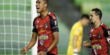 Caracas FC derrotó 2-1 a Metropolitanos y comparte liderato del grupo B con Deportivo Táchira