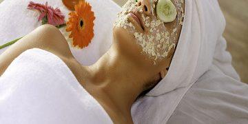 Prepara una mascarilla de aceite de coco y miel para el acné