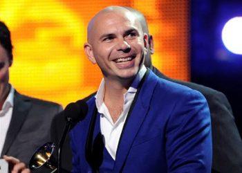 Pitbull rendirá homenaje al personal de urgencia en Grammys Latinos